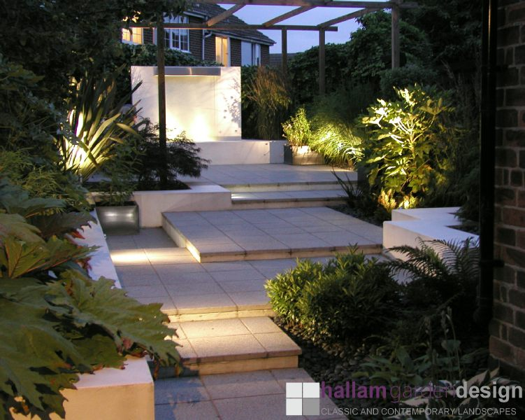 Contemporary urban garden sheffield for Contemporary gardens